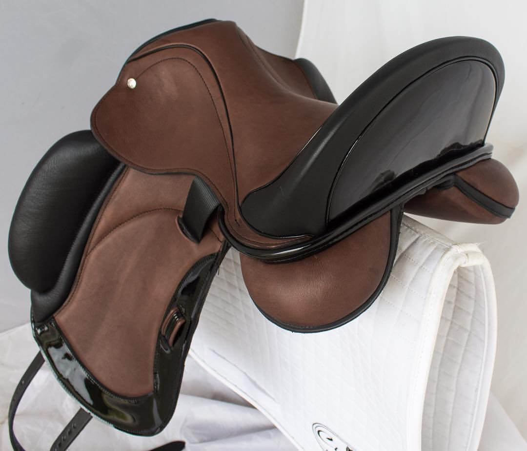 Everest R 2 acajou black patent inlaid seat - Custom Saddlery, Dressage Saddles | Drakesaddlesavvy.com