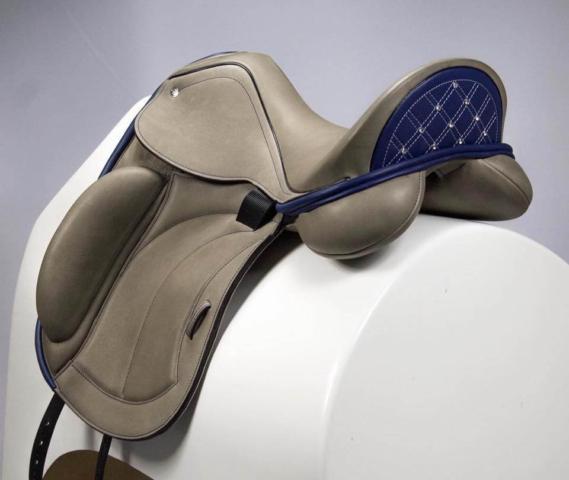 Adv R gray blue cantle crystals - Custom Saddlery, Dressage Saddles   Drakesaddlesavvy.com