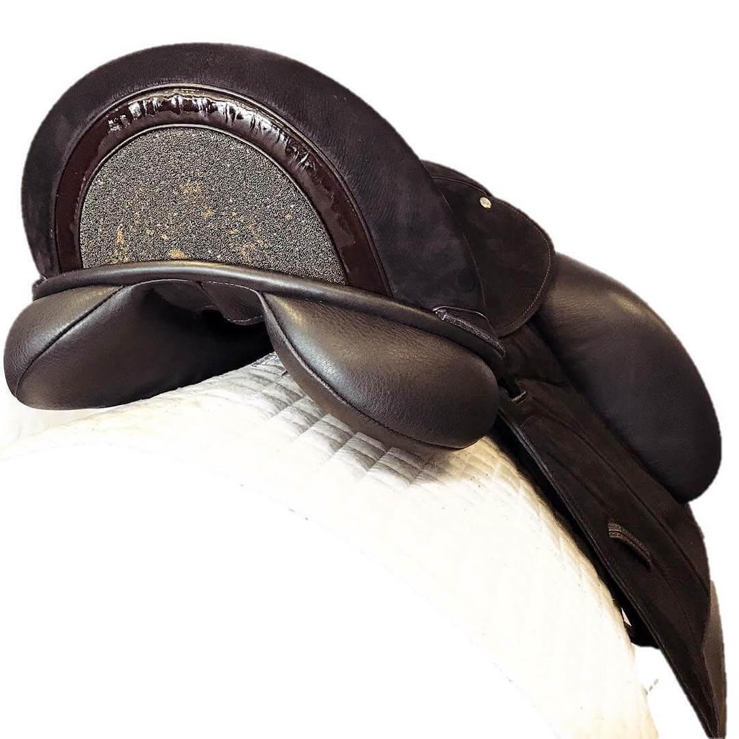 Icon brn vienna inlaid cantle brn pat brown swar fabric - Custom Saddlery, Dressage Saddles   Drakesaddlesavvy.com